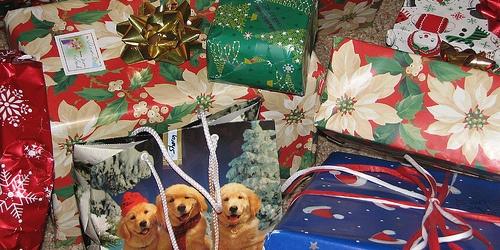 Weihnachtsgeschenke flickr (c) purpleslog CC-Lizenz